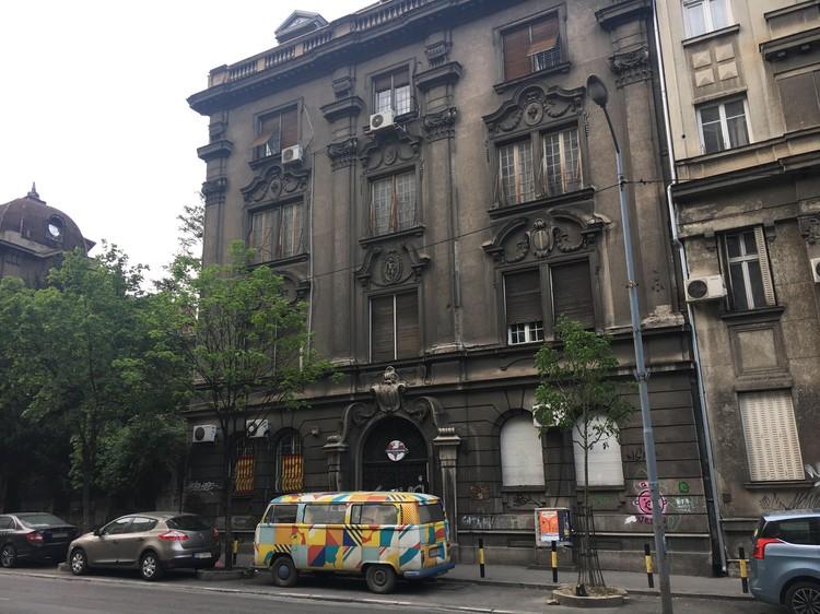 Типичные здания в центре Белграда. Многие из них были спроектированы русскими архитекторами - эмигрантами, бежавшими от революции в России.