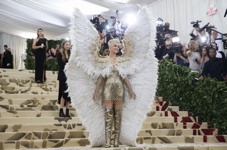 Кэти Перри в образе ангела.