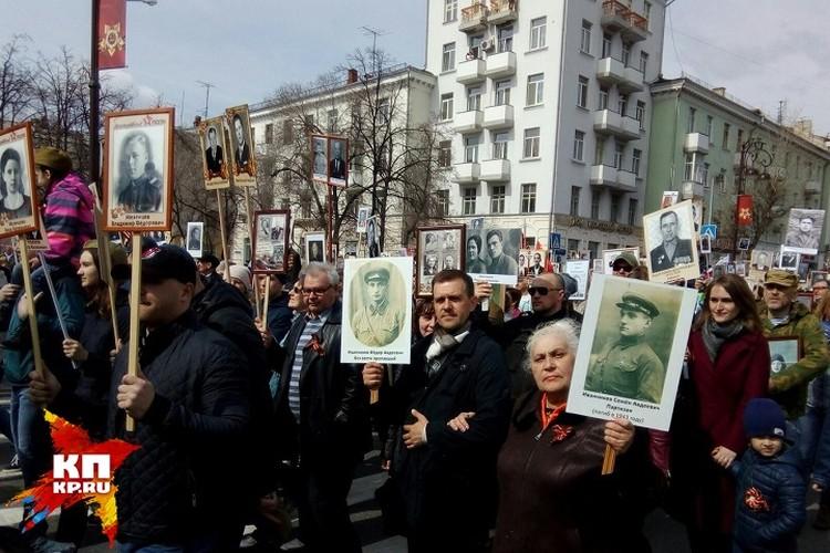 """В Тюмени в """"Бессмертном полку"""" прошли 80 тысяч человек"""
