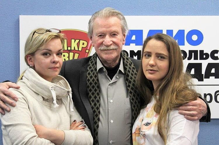 Тройственный союз - так Иван Иванович называет свои отношения с женами.