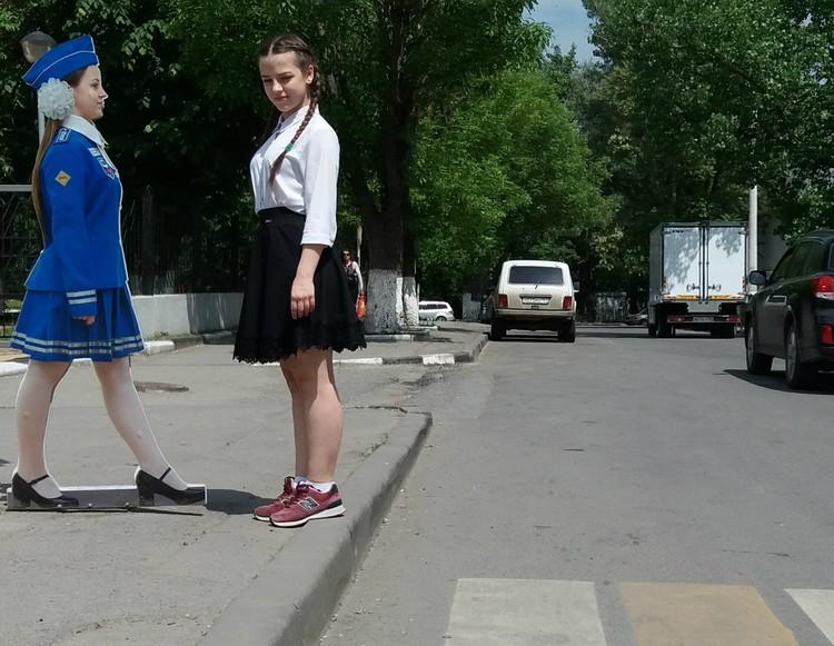 """Женя Тютюнникова: """"копия"""", пугающая водителей, и """"оригинал"""", стремящийся, чтобы аварий становилось меньше."""