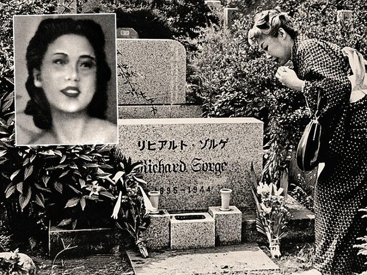 Ханако Исии на свои деньги купила место на кладбище и поставила памятник возлюбленному.
