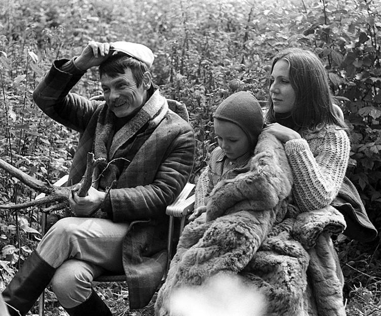 Вместо Алисы Фрейндлих в роли жены Сталкера Тарковский изначально планировал снимать свою вторую жену Ларису Тарковскую