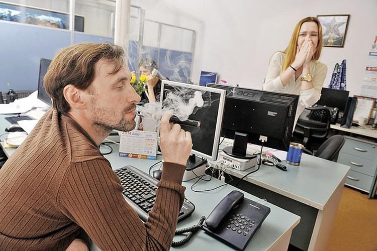 С вейпами человек думает, что бросает курить, на деле же дымит еще больше.
