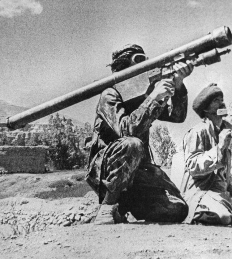 """Моджахед с зенитной ракетой """"Стингер"""". Фотохроника ТАСС"""