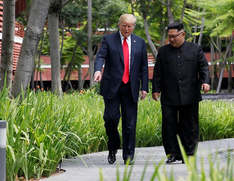 От ненависти до любви — один шаг. Именно его сделали навстречу друг другу Дональд Трамп и Ким Чен Ын