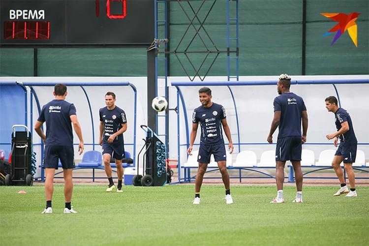 Футболисты Коста-Рики провели тренировку в Санкт-Петербурге утром 19 июня.