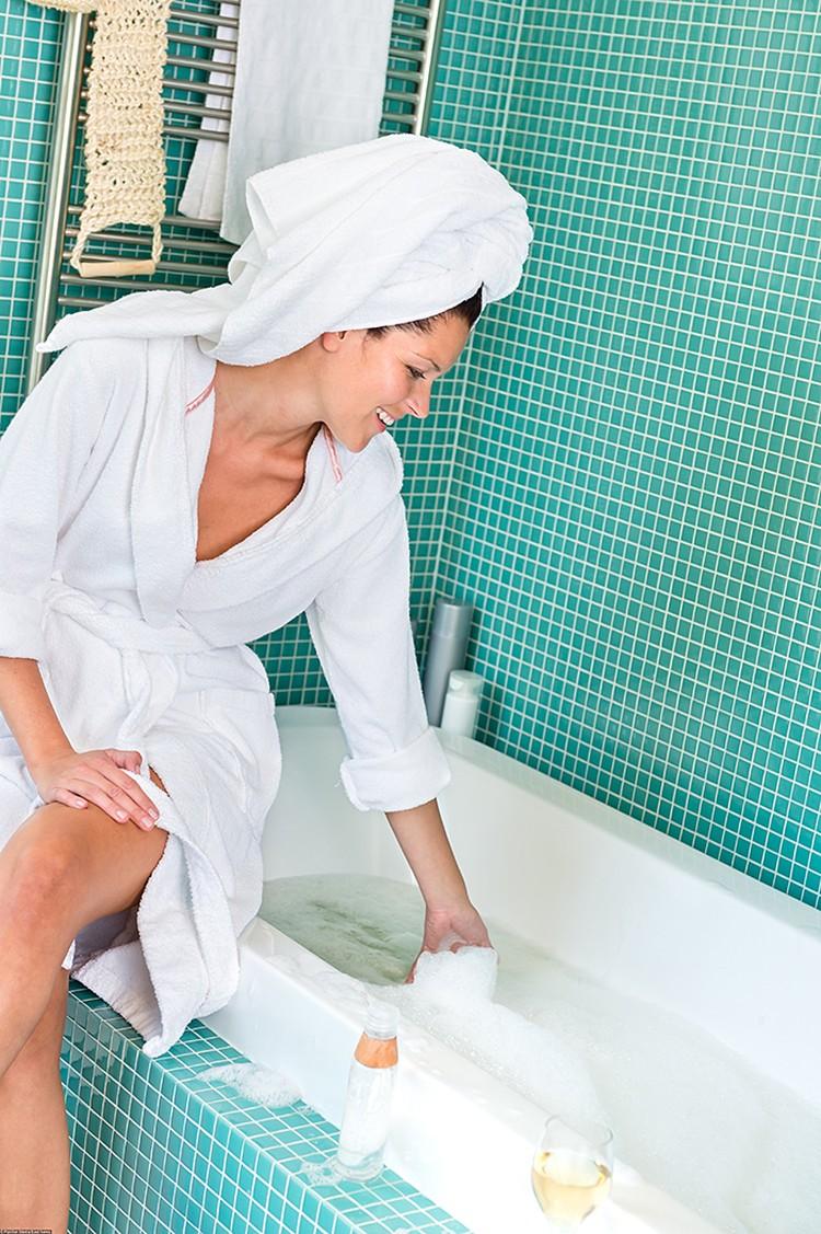 Анонимный опрос, проведенных среди горничных отелей показал, что они очень редко меняют губки, которыми моют ванны