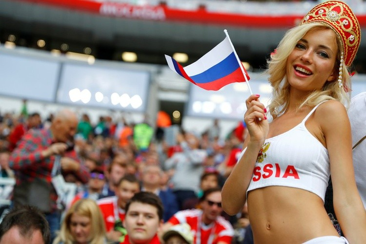Наталью уже окрестили самой красивой болельщицей русской сборной.