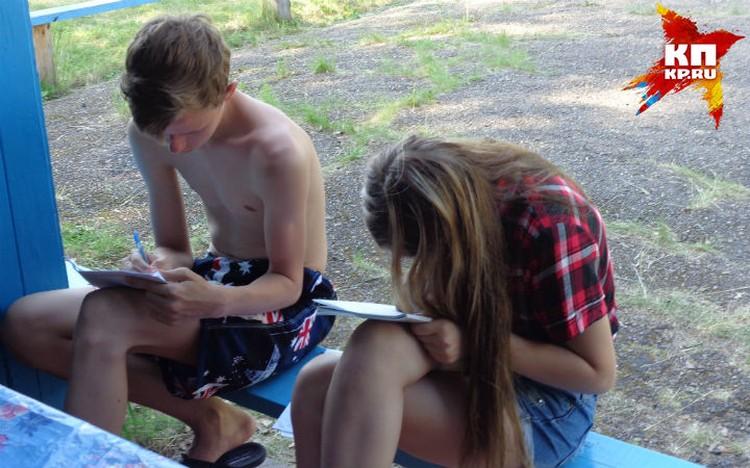 В процессе учебы ребята помогали друг другу Фото: Наталья НАУМОВА