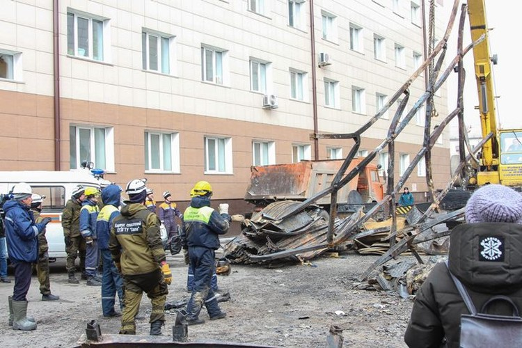 Следствие считает, что Бурсин промедлил со спасением людей из горящего здания