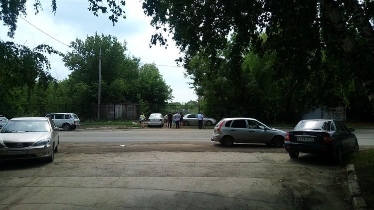 На месте происшествия работают сотрудники полиции