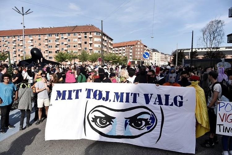 В Копенгагене прошла демонстрация против закона о запрете паранджи и хиджабов
