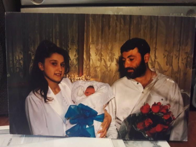 У Аурелии и Михаила родился сын Сережа. когда Аурелии было всего 18 лет.