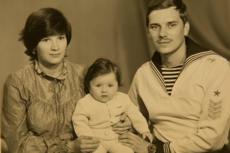 На Север, в Западную Лицу, семья перебралась в 1987-ом, когда младшему был годик. Фото: Из семейного архива. Пересъемка: Александр ГЛУЗ