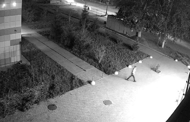 Подозреваемый попал на камеры видеонаблюдения. Фото: СУ СКР по Свердловской области
