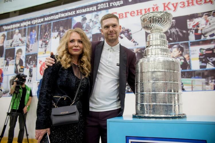 Евгений Кузнецов с мамой Ларисой Александровной.