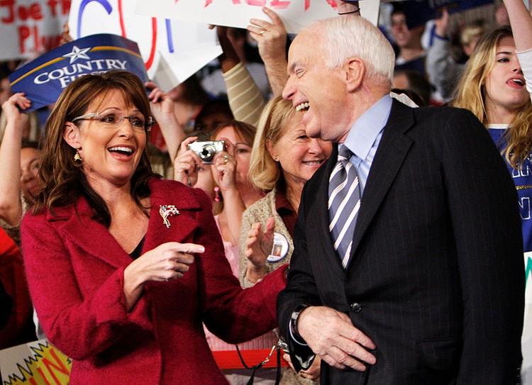 МакКейн чуть было не стал президентом США. В 2000-м проиграл Джорджу Бушу-младшему, в 2008-м - Бараку Обаме
