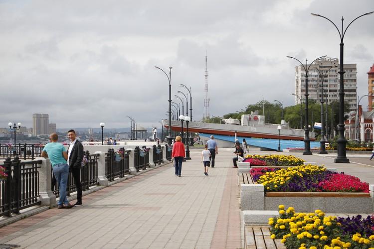 Бронекатер-памятник на набережной в Благовещенске установили в конце 80-х. Фото: Анатолий ЛЕВСКОЙ
