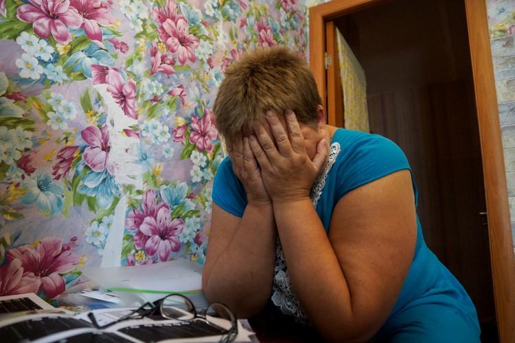 У Ларисы тяжелая судьба. В 2014 году она потеряла мужа. Он погиб в колонии на следующий день после рождения дочери, следователи утверждают - покончил с собой