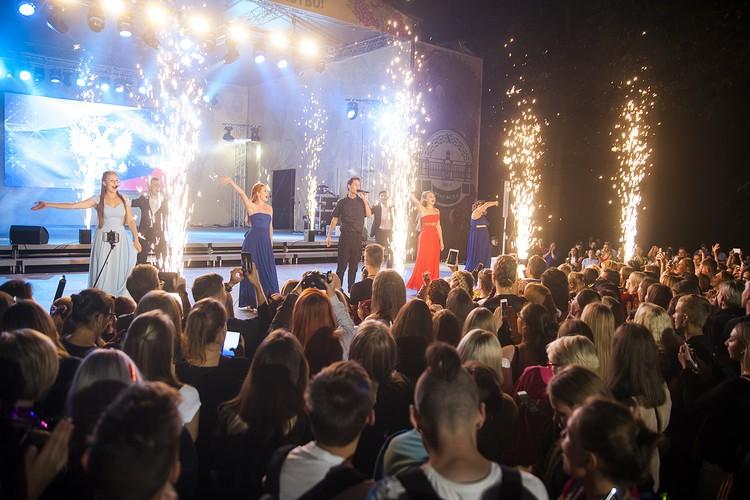 Во время грандиозного пятичасового концерта поздравления звучали одно за другим. Фото: timacad.ru.