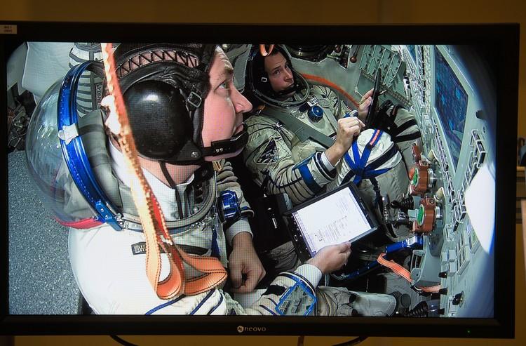 Члены основного экипажа МКС-57/58 космонавт Алексей Овчинин и астронавт НАСА Ник Хейг (слева направо) в Центре подготовки космонавтов имени Ю. А. Гагарина в Звездном городке. Дмитрий Серебряков/ТАСС