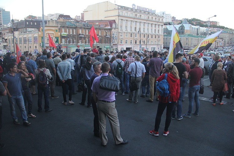 На митинг в поддержку «народного губернатора» (как себя называет Ищенко) пришли от силы две тысячи человек