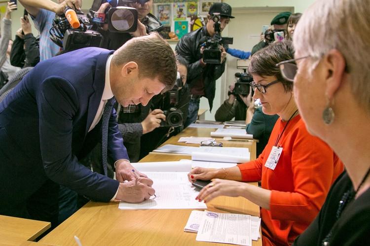 Сергей Фугал голосовал на самой окраине Хабаровска. Фото: Дмитрий Моргулис/ТАСС