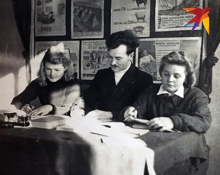Это фото сделано 18 ноября 1947 года в 12-ой аудитории Минского института физической культуры. Снимок сделал Николай Кузьмин.
