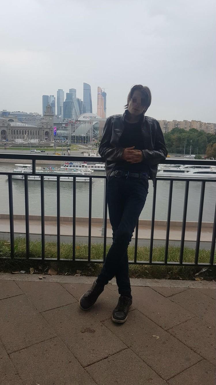 Антон приехал в Петербург с Алтая