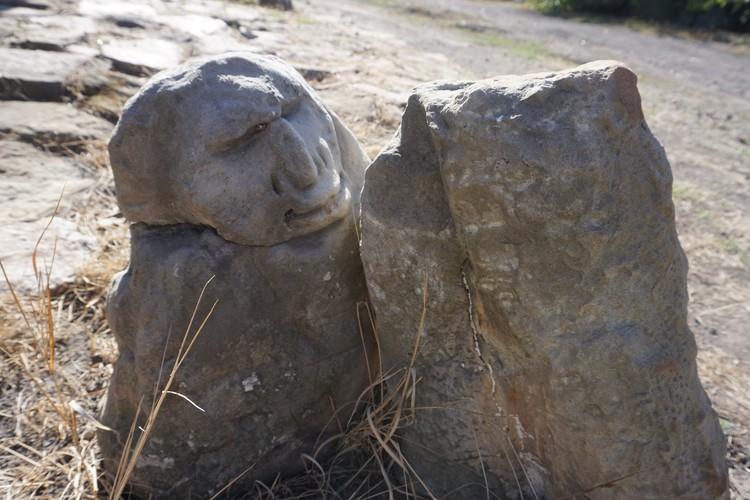 Бывают камни с человеческим лицом. А бывают люди с каменными сердцами.