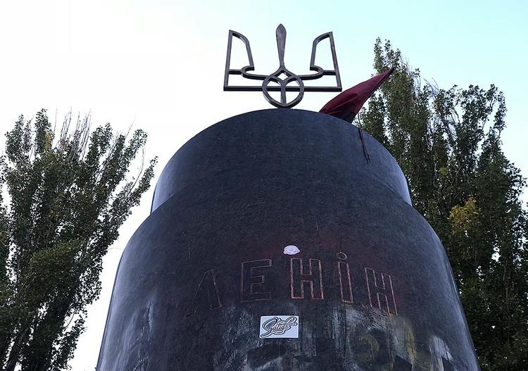 Памятник Ильичу у Бессарабского рынка сломали уже пять лет назад, в декабре 2013 года. ФОТО Арина СУВОРОВА