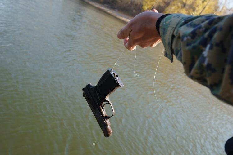 Именно из этого пистолета преступник совершил смертельные выстрелы