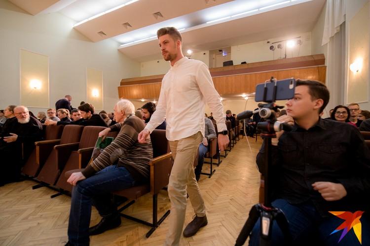 Дискуссию устроил Лев Владов.