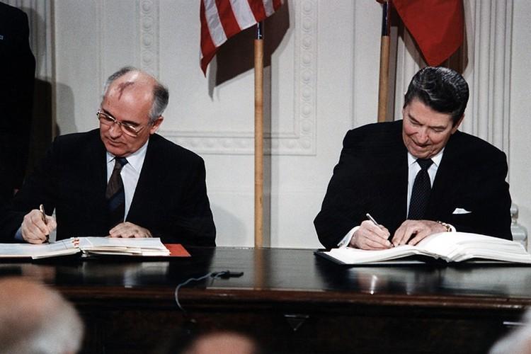 Договор этот был подписан между СССР и США в еще в 1987 году Горбачевым и Рейганом