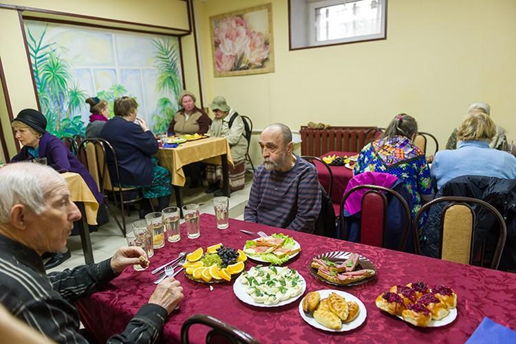 За первые два дня в «Добродомике» бесплатно пообедали больше 400 пенсионеров.
