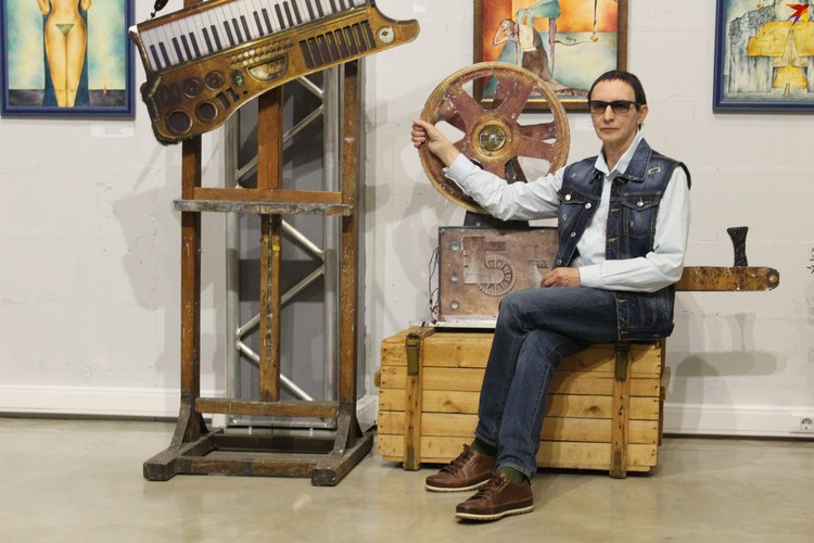 """Декорации с концертов """"Пикника"""" очень органично вписались в атмосферу выставки."""