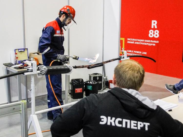 Работу конкурсантов оценивали 450 экспертов.