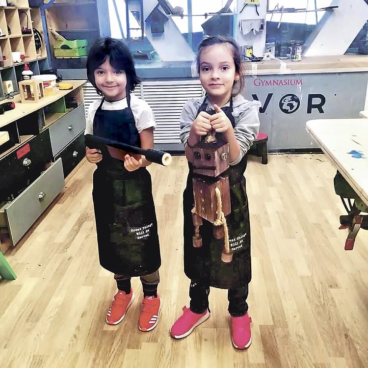 Мартин и Алла-Виктория в новом садике - здесь есть своя мастерская. ФОТО: Instagram. com
