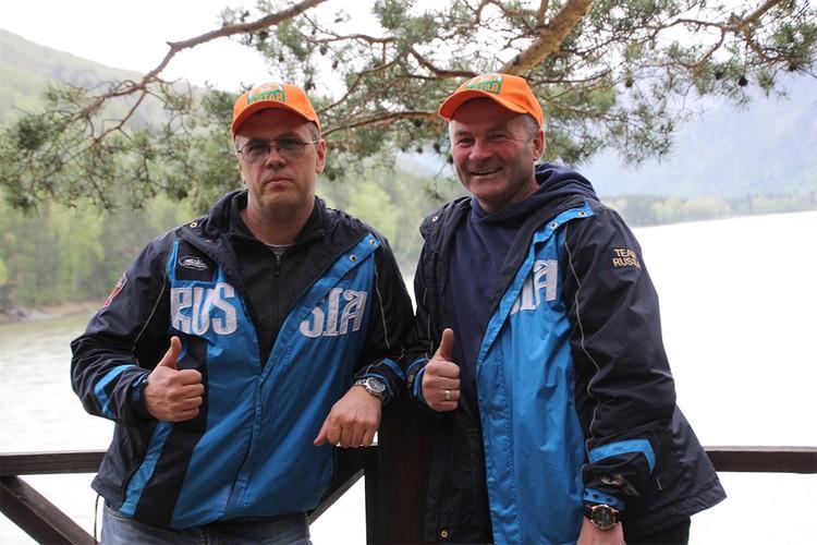 Олег Уваров и Валерий Смолюк ежегодно отправляются в экспедиции и находят новые головные уборы. Фото: vk.com/public172183343