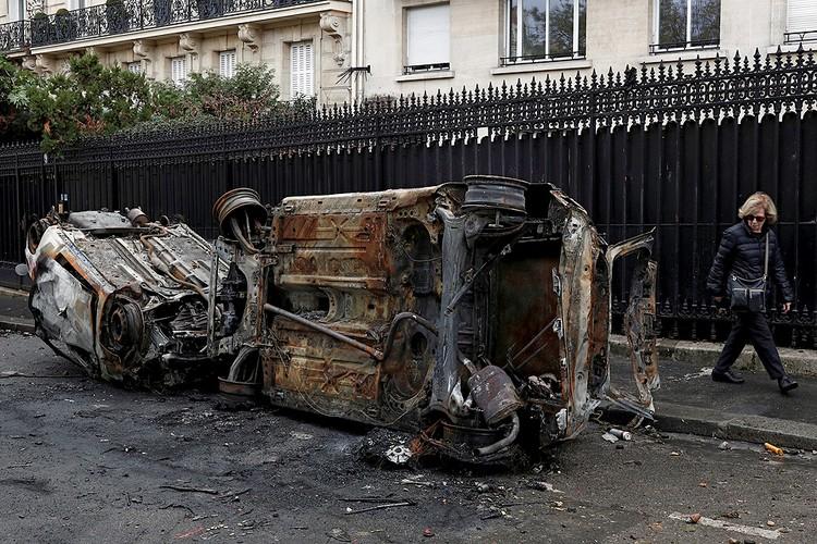 Власти пошли на уступки после нескольких неспокойных ночей в крупнейших городах Франции.