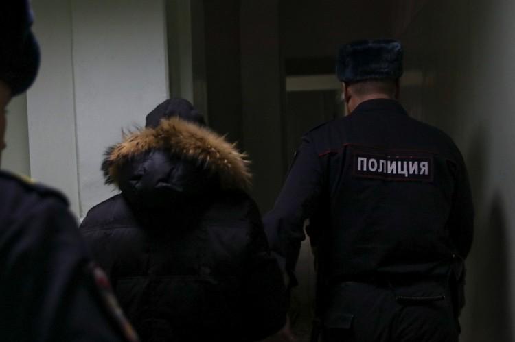 Полковника Эдуарда Матвеева уводят с зала суда