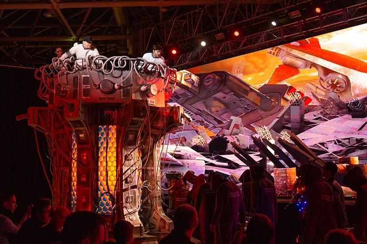 Братья Сафроновы презентовали новогоднее шоу «Тайна трёх планет»