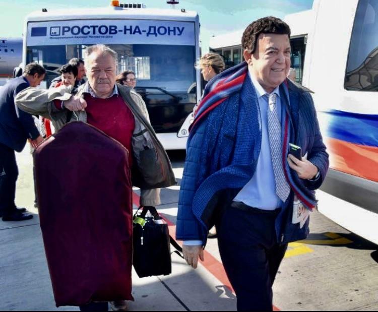 Иосиф Кобзон и Александр Гамов. Аэропорт Ростов-на-Дону. На пути в Донбасс. 2016 г.