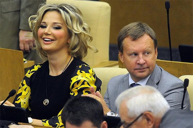 2015 год, Мария Максакова и Денис Вороненков в зале заседаний Госдумы РФ.