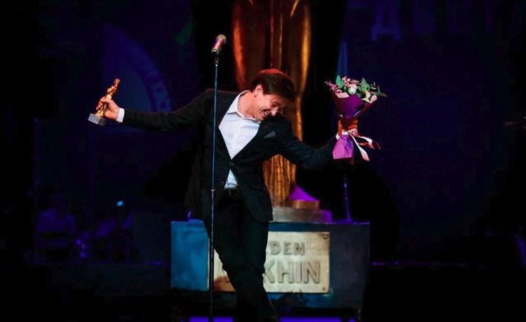 Сергей Безруков не отпускал гостей на банкет три часа, зато исполнил для них искрометное танцевальное па. Фото: из архива театра