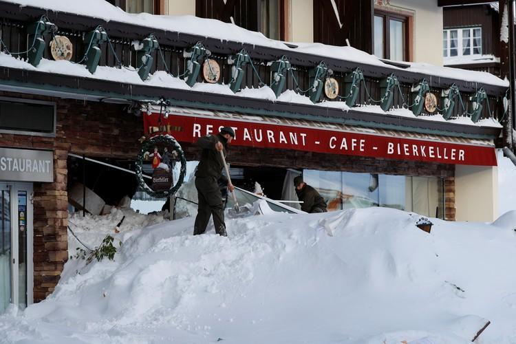 В горах Австрии лавина сошла на два отеля