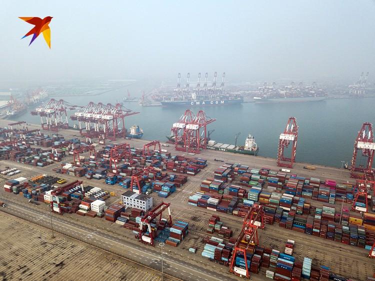 Один из самых больших портов мира - порт Циндао