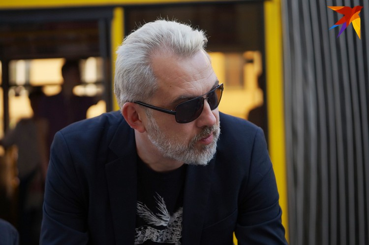 Альгерд Бахаревич, говоря о месте белорусской литературы в мире, выбирает маленькую Европу с ее камерными фестивалями и независимыми издательствами, а не акул литбизнеса. Фото: Юля ТИМОФЕЕВА