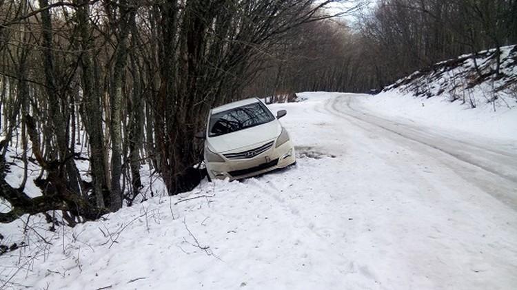 Машина застряла в районе Ангарского перевала. Фото: пресс-служба МЧС РК